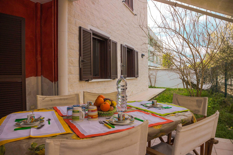 colazione in giardino nel Bed&Breakfast La spiaggia di MadeInGallipoli